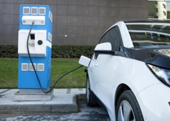 What are the benefits of buying a used electric car in Australia?